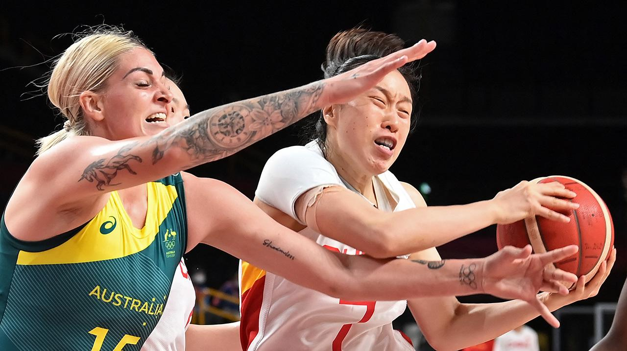 Cayla George (L) fights for the ball with China's Shao Ting in the women's preliminary round group C basketball match between China and Australia during the Tokyo 2020 Olympic Games at the Saitama Super Arena in Saitama