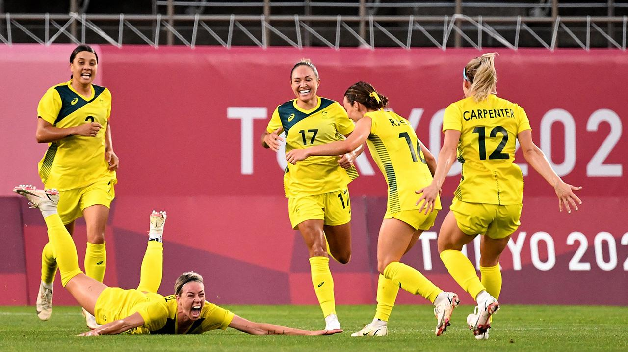 Alanna Kennedy (2nd L) dives into the pitch to celebrate her goal during the Tokyo 2020 Olympic Games women's quarter-final football match between Britain and Australia at Ibaraki Kashima Stadium