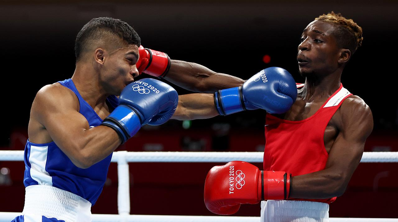 Patrick Chinyemba (R) of Zambia exchanges punches with Alex Winwood of Australia during the Men's Fly (48-52kg) on day three of the Tokyo 2020 Olympic Games at Kokugikan Arena